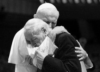 La amistad que acerca a Dios. Abrazo Juan Pablo II y Stephan Wyszynski
