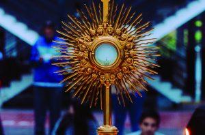 Hakuna_Adoración al Santísimo