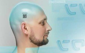 Horrores bioideológicos. Hombre con código QR tatuado en la cabeza